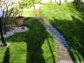 giardino_con_vialetto_e_aiuola